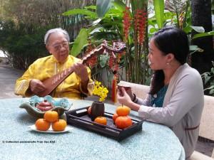Tran Van Khê et son étudiante Khanh Van- film Tran Van Khê et le Viet Nam