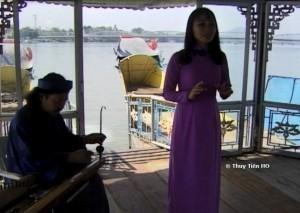 chanteuse traditionnelle à Hué _ film Tran Van Khë de Thuy Tiên HO